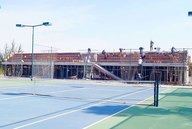 thi-cong-khan-dai-san-tennis